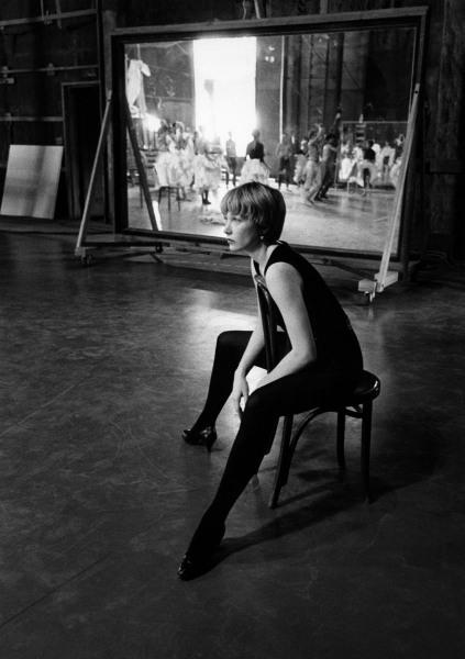Shirley MacLaine, Mirror