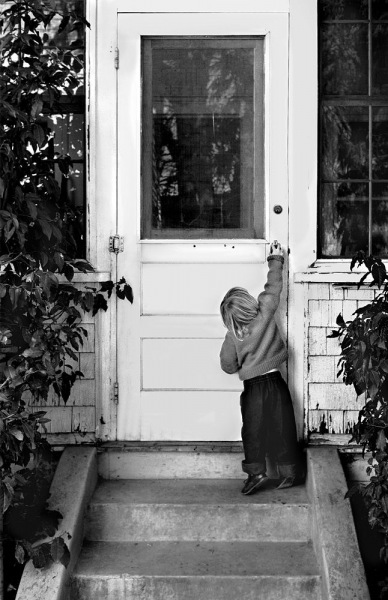 Anne-at-the-back-door-Grass-Valley-1959