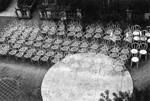 Chairs-in-a-courtyard-Rome-1957