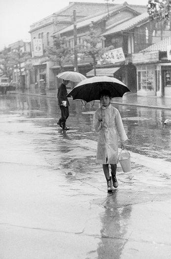 Kyoto-Street-in-the-rain-1958