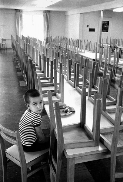 W147-The-school-lunch-Santa-Monica-1963